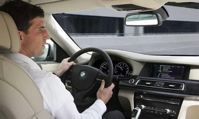 Во время терапии могут возникать побочные эффекты со стороны нервной системы, поэтому необходимо с осторожностью управлять автотранспортом