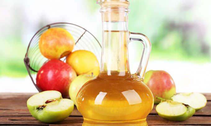 Напиток на основе яблочного уксуса способствует улучшению состояния сосудистой стенки при варикозной болезни матки