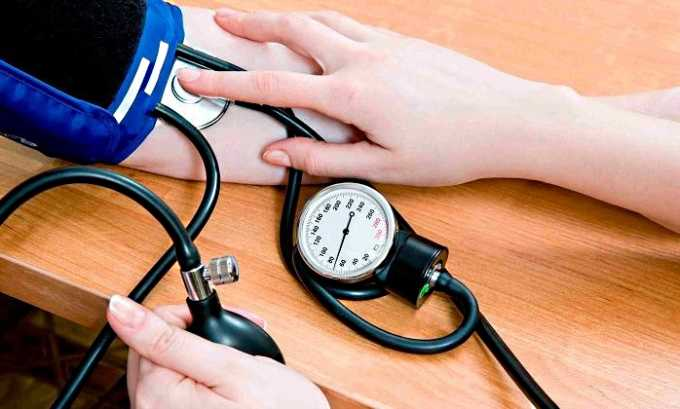 Побочным действием Ксарелто 10 может стать выраженное понижение артериального давления