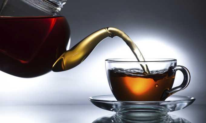 Для примочек пропитать слой марли или ткани смесью из соды и чайной заварки, а потом приложить к месту варикоза