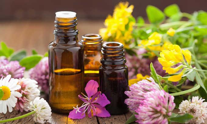 Эфирные масла помогут избавиться от купероза. Самые действенные: розмариновое, гераневое и розовое. В чистом виде такие средства не используют. Действие эфирных масел усиливается, если применять их сразу же после пилинга
