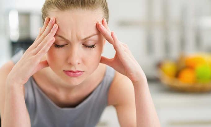 При длительном приеме препарата возможно появление побочного эффекта как головная боль