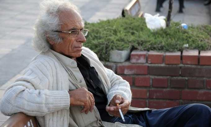 Лекарство показано людям преклонного возраста, если они курят