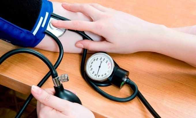 Побочным эффектом от приема препарата может быть резкое увеличение/снижение АД