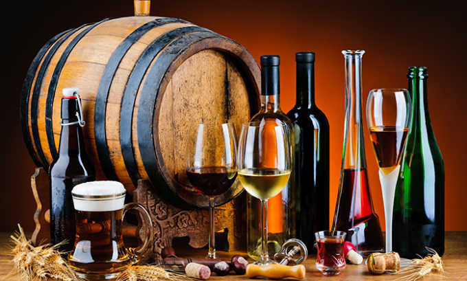 Следует исключить распитие спиртсодержащих напитков в период лечения медикаментом