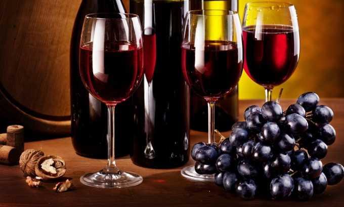 Спиртные напитки, особенно красные вина, которые сильно расширяют сосуды, быстро вызывают купероз