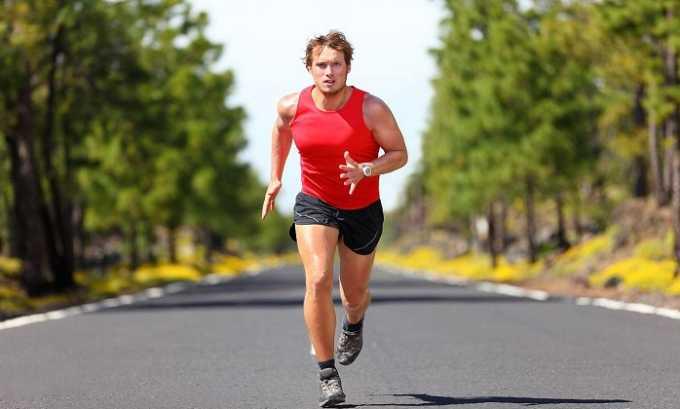 В первые шесть месяцев следует не допускать повышения внутрибрюшного давления, поэтому запрещены активные виды спорта