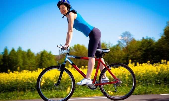 Опытный флеболог может посоветовать человеку, который столкнулся с варикозом, заменить бег на велосипед