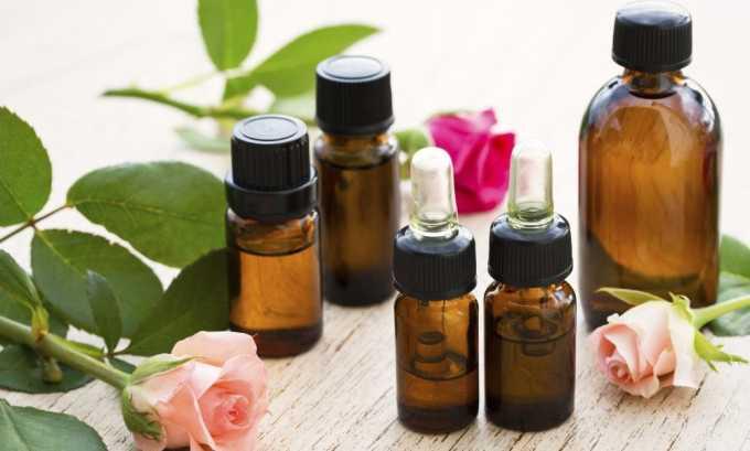 Основой для домашних мазей, способных повлиять на варикоз, являются растительные или эфирные масла, вазелин