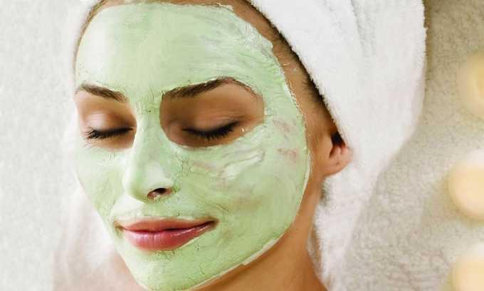 Маска из зеленой глины. Развести ее водой, густую массу осторожно втереть в проблемные места. Все маски смывают через 15-20 минут теплой водой