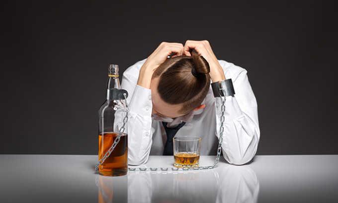 От употребления таблеток отказываются при наличии алкоголизма