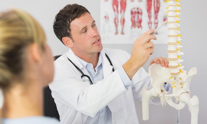 Перед началом терапии необходимо оценить факторы, предрасполагающие к возникновению рабдомиолиза, например, семейный анамнез болезней скелетной мускулатуры