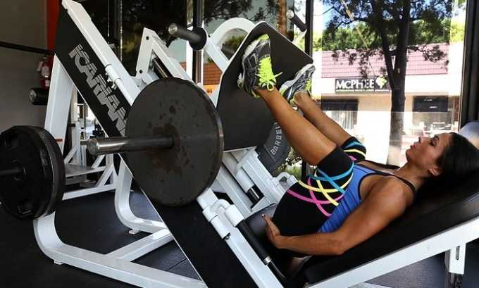 Жим ногами в специальном тренажёре при варикозе разрешается. Однако нужно не переусердствовать с установленным весом