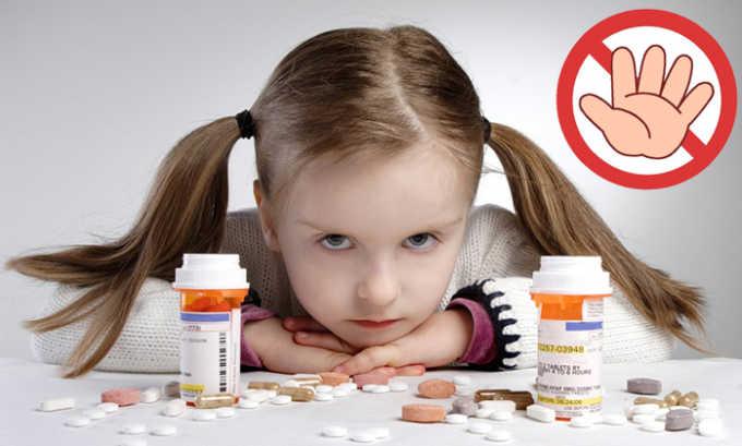 Не назначается детям до 18 лет, т. к. безопасность и эффективность применения лекарства для этой категории пациентов не установлена