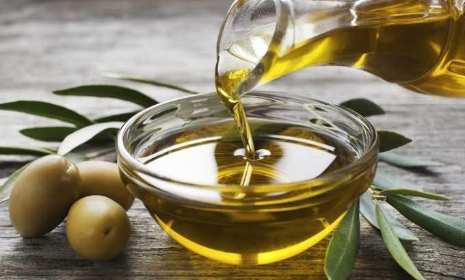 Рекомендуется ежедневно употреблять оливковое масло. Витамин Е, содержащийся в нем в большом количестве, оказывает пользу пораженным варикозом венам
