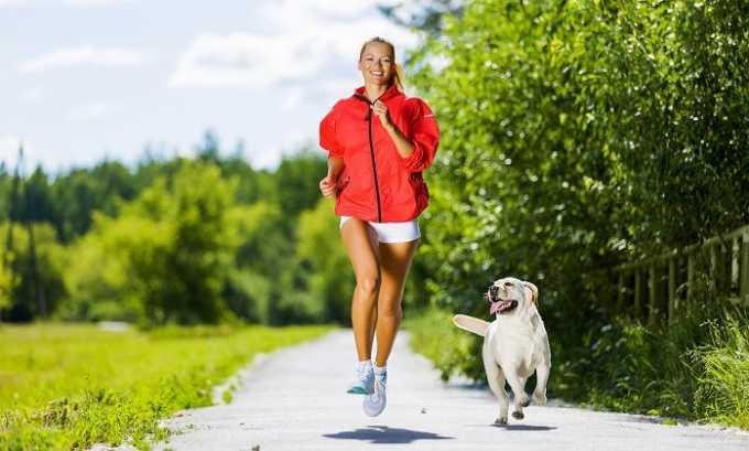 Бегать при варикозе нельзя, поскольку это неблагоприятно сказывается на состоянии кровеносных сосудов