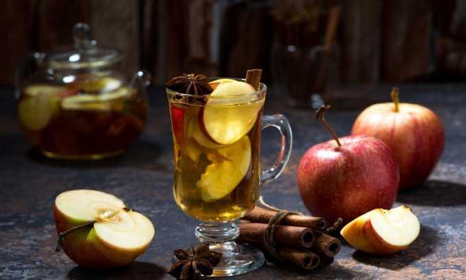 Яблочный отвар из 3 яблок. После приготовления напиток должен настаиваться 2 часа. Принимают дважды в день