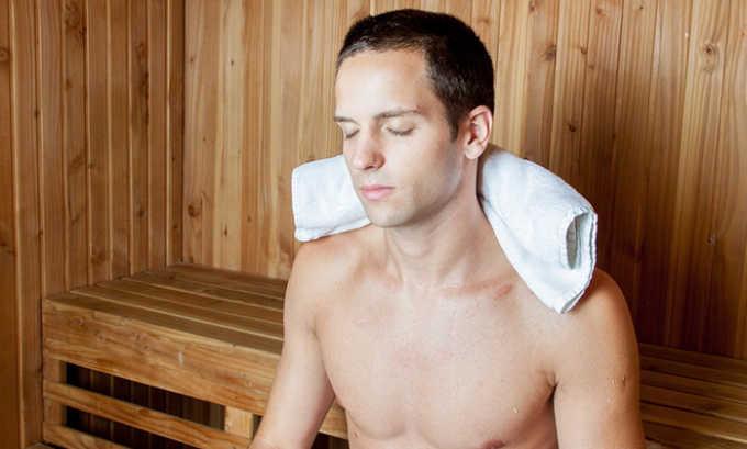 Усиление боли в мошонке может возникнуть после приема мужчиной горячей ванны, посещения сауны, бани, т.к. кровеносные сосуды расширяются, но из-за слабости их стенок кровь не может циркулировать по ним в полном объеме