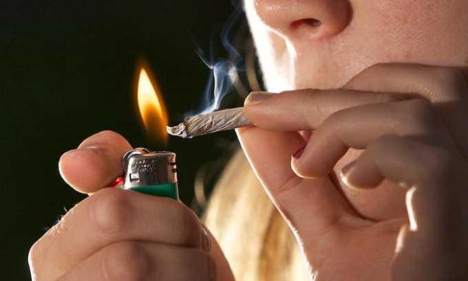 Курение может спровоцировать появление красных пятен на лице