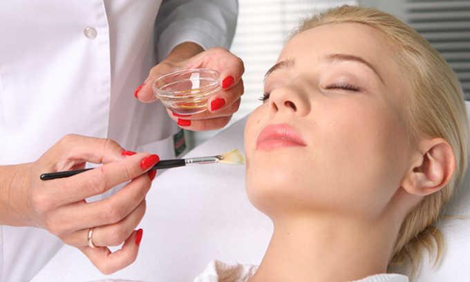 Процедуру не рекомендуется проводить после таких косметических манипуляций, как пилинг