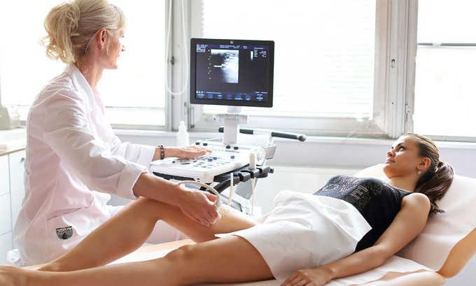 Двухрежимное ультразвуковое исследование (УЗИ) с цветным картированием потока крови покажет скорость и направление кровотока, наличие сгустков и место их расположения, состояние венозного просвета и пр