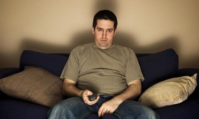 Сидячий и малоподвижный образ жизни могут развить болезнь вен