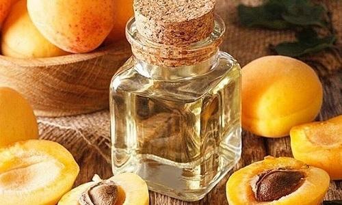 Благодаря антисептическим свойствам абрикосовое масло уменьшает воспаления на коже