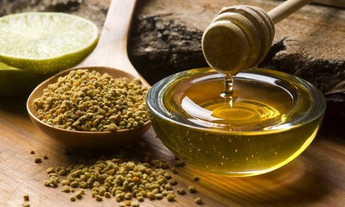 Хороший результат можно получить от применения прополиса, натурального меда
