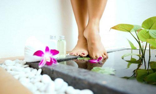 Водные процедуры для ног с добавлением конского каштана при варикозе позволят не только достичь положительного эффекта от проводимого лечения, но и расслабиться после тяжелого трудового дня