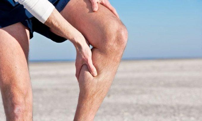 Изменение сосудистой стенки провоцирует появление чувства тяжести в ногах