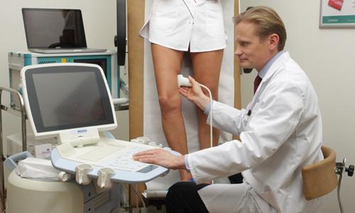 Выявить скрытый варикоз при отсутствии внешних признаков заболевания врач флеболог может с помощью допплерографии