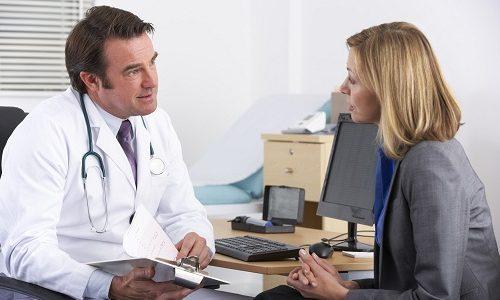 Не следует самостоятельно подбирать подходящие противозачаточные таблетки. Определить наилучший вариант оральной контрацепции при варикозе может только врач-гинеколог