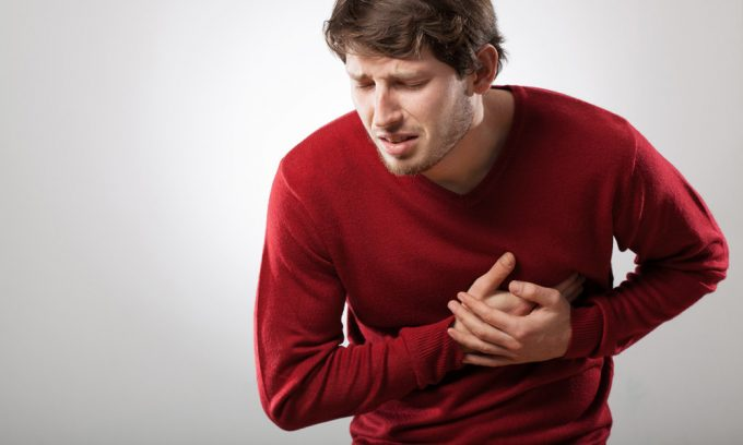 Болезни сердечно-сосудистой системы: миокардит, пороки сердца, коронарная недостаточность, сердечная аритмия, стенокардия, аневризма сосудов, являются противопоказаниями к массажу