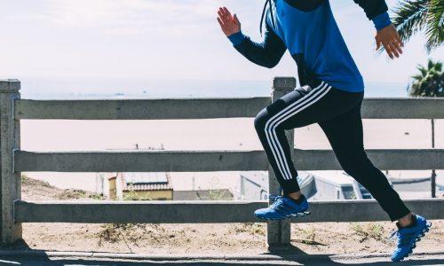 Обязательно надо завести специальную одежду и обувь для занятий бегом