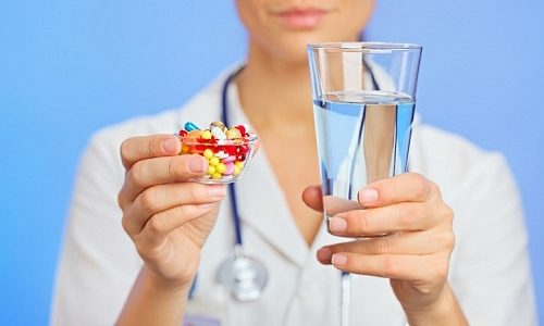 Для лечения варикоцеле врач может прописать пациенту прием венотоников, которые способствуют улучшению состояния стенок кровеносных сосудов