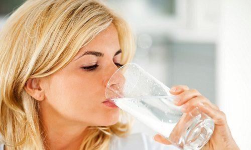 Для профилактики варикоза необходимо употреблять в сутки не менее 40 мл жидкости на каждый 1 кг веса