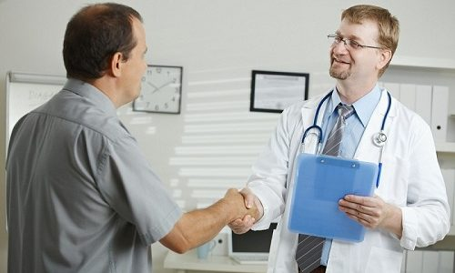 Лечение вторичного варикоцеле не отличается от терапии первичного типа патологии. Врач может порекомендовать больному, к примеру, пройти эндоваскулярное склерозирование