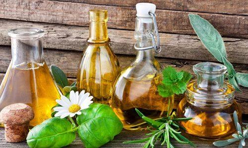 Комплексная терапия заболеваний кожи при варикозном расширении вен может быть дополнена методами народной медицины. Они основаны на обработке кожи отварами лекарственных трав и наложении компрессов