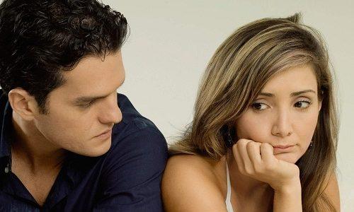 Секс при варикозе в паху доставляет женщине дискомфорт, боль. Она начинает избегать половых контактов