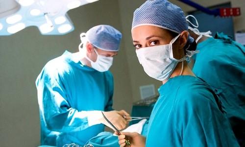 Самым эффективным методом лечения расширения вен матки является хирургическое вмешательство