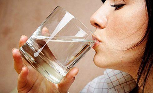 Пищевая сода при лечении варикоза может быть использована для питья