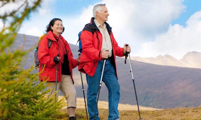 Для увеличения двигательной активности больных варикозом врачи чаще всего рекомендуют спортивную ходьбу. В теплое время года можно заниматься скандинавской ходьбой