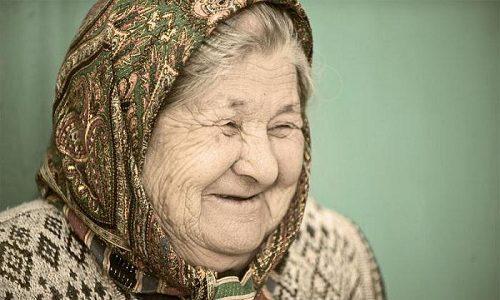Не рекомендуется проводить гирудотерапию людям старше 75 лет
