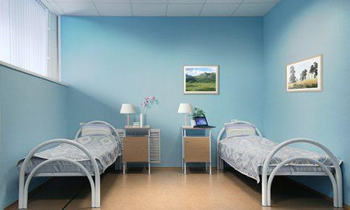 При тяжелых формах тромбофлебита, угрожающих жизни, больного госпитализируют в стационар, назначают постельный режим