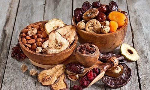 Рацион при варикозе должен включать полезные продукты, богатые витаминами, минералами, антиоксидантами и другими компонентами. Поэтому в рацион обязательно включают сухофрукты