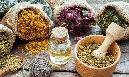 Маска от купероза может быть приготовлена из соцветий каштана конского, тысячелистника, ромашки аптечной, хвоща полевого, цветков календулы