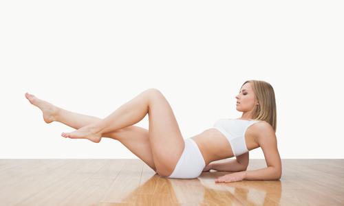 Для укрепления венозно-мышечного аппарата можно выполнять классические упражнения «Ножницы» и «Велосипед»