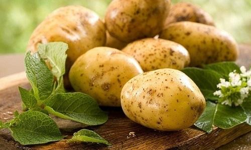 Постепенно убрать купероз на лице помогает маска из сырого картофеля