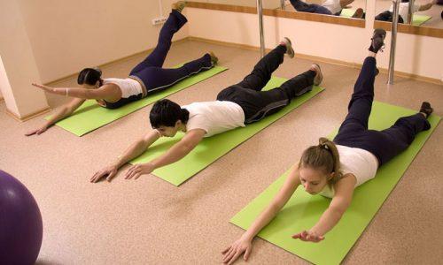 При варикозе рук можно посещать фитнес-центры, но перед этим необходимо проконсультироваться с врачом и посещать те занятия, которые проводятся под наблюдением тренера