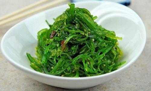 Незаменимым продуктом при тромбозе является морская капуста, так как в ней содержится много меди и биофлавоноидов, способствующих уменьшению проницаемости сосудов